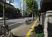 広尾駅3番出口をでて外苑西通りを西麻布方面に約5分程進みます。